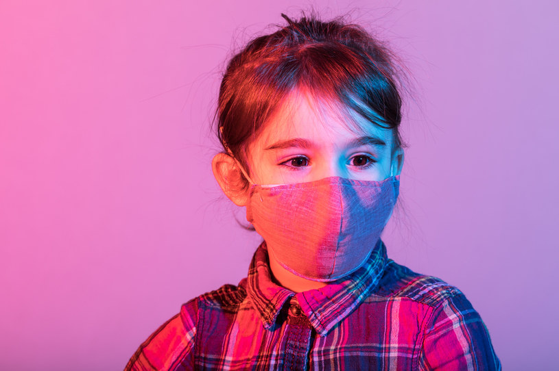 Dzieci chore na COVID-19 także wykazują objawy neurologiczne /123RF/PICSEL