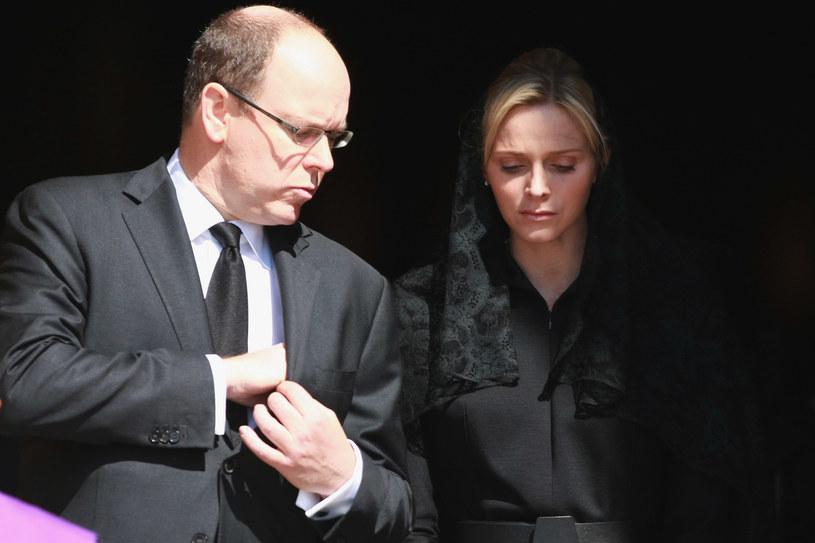 Dzieci księżnej Charlene przebywają obecnie z ojcem - księciem Albertem /Pool /Getty Images