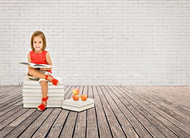 Dzieci, które czytają mają bogatą wyobraźnię. /123RF/PICSEL