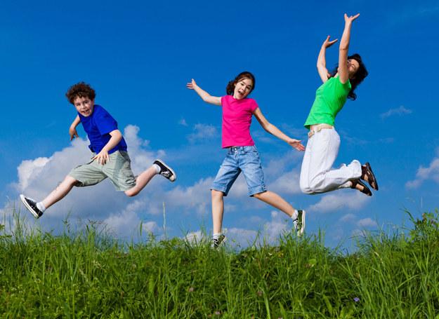 Dzieci lepiej się uczą, gdy więcej się ruszają. /PAP