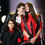 Dzieci Michaela Jacksona na scenie