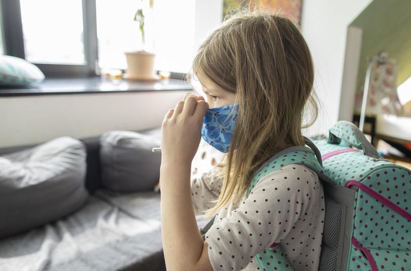 Dzieci mogą być też bezobjawowymi nosicielami wirusa /Ute Grabowsky/Getty Images /Getty Images