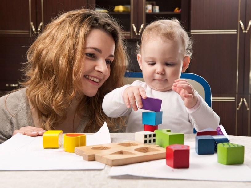Dzieci najszybciej uczą się przez zabawę /123RF/PICSEL