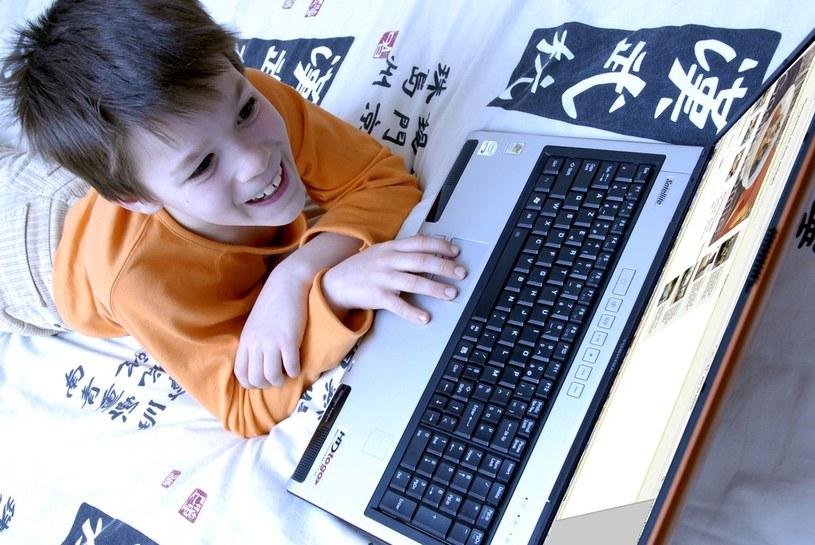 Dzieci narażone są w internecie na nieodpowiednie treści /East News