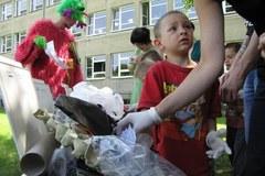 Dzieci nie mają ubrań, książek i zabawek