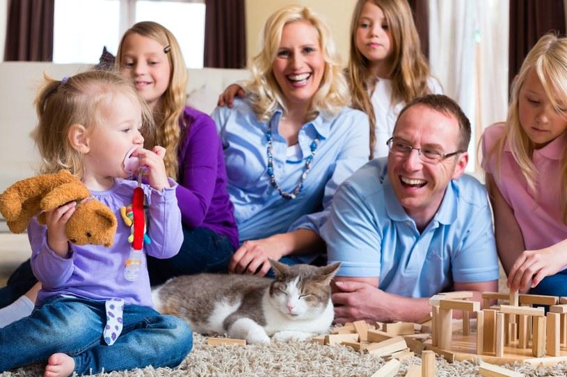 Dzieci nie stanowią już zabezpieczenia na przyszłość. Wręcz przeciwnie - mogą przyczynić się do niższej emerytury /123RF/PICSEL
