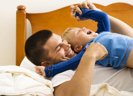 Dzieci po pierwszych urodzinach roznosi energia, dlatego warto zająć odpowidnio im czas /© Panthermedia