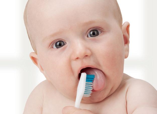 Dzieci połykają wszystko, co tylko wpadnie im do buzi, pasta do zębów nie jest wyjątkiem. /123RF/PICSEL