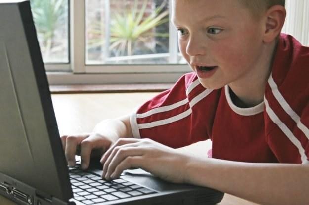 Dzieci są bardziej świadome zagrożeń internetu niż rodzice Fot. Steve Woods /stock.xchng