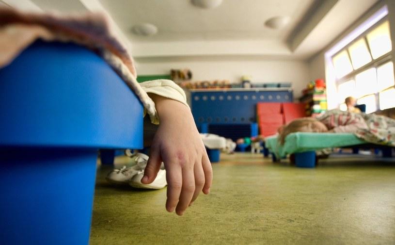 Dzieci spędzają w żłobku coraz więcej czasu /Michał Dyjuk /Reporter