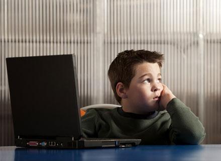 Dzieci te łatwo ulegają rozproszeniu, trudniej im się skupić na lekcji /© Panthermedia