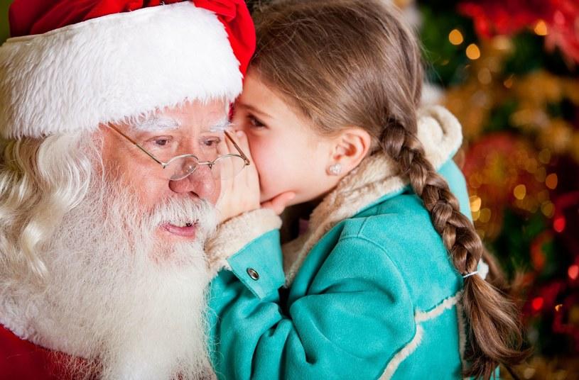 Dzieci uwielbiają św. Mikołaja /123RF/PICSEL