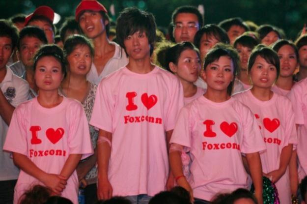 Dzieci w Foxconnie jako pracownicy (Fot. China Labour Watch) /Internet