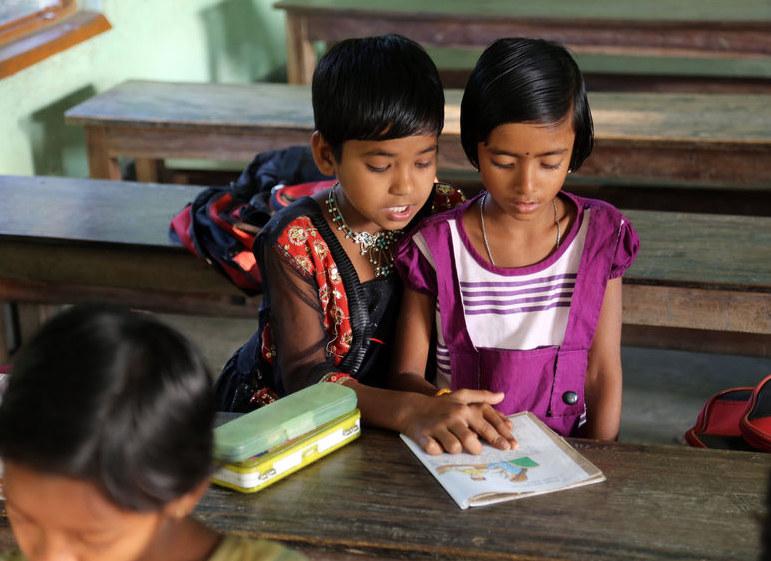 Dzieci w Indiach nie mają łatwego dostępu do edukacji, szczególnie, gdy ich rodziny są biedne /123RF/PICSEL