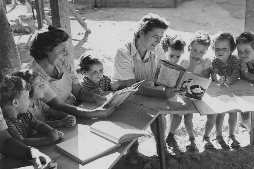 Dzieci w pierwszych kibucach mieszkały razem w domach dziecka /Getty Images