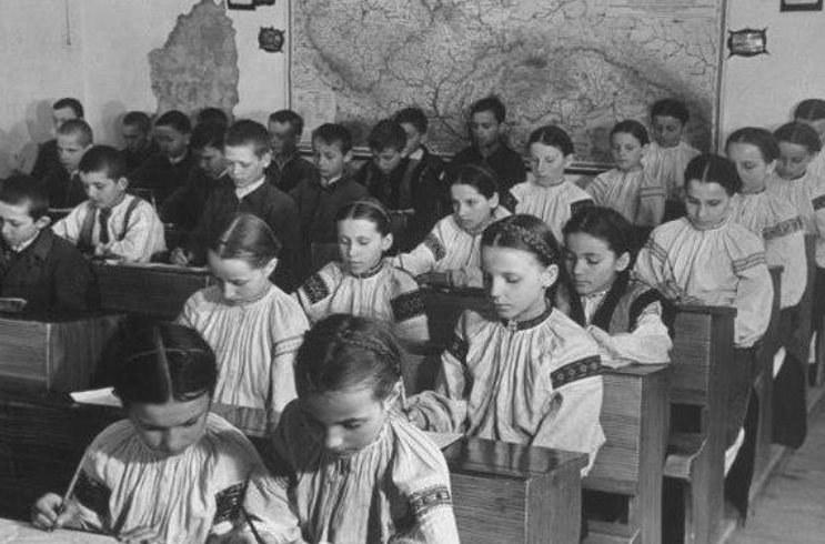 Dzieci w rusińskiej szkole na Zakarpaciu /archiwum S. Zagórskiego /INTERIA.PL