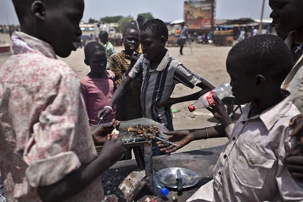 Dzieci w Sudanie wcielane są do wojska fot. Ivan Lieman /AFP