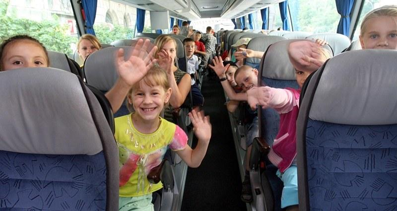 Dzieci w trakcie wyjazdu na kolonie /Jacek Bednarczyk /PAP