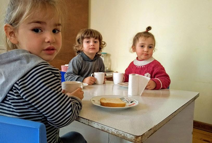 Dzieci z przedszkola w Zaridzeebi. Na śniadanie suchy chleb i cienka herbata... /Marcin Ogdowski /INTERIA.PL