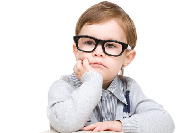 Dzieci zadają dużo pytań - dorośli powinni się z tego cieszyć. /123RF/PICSEL