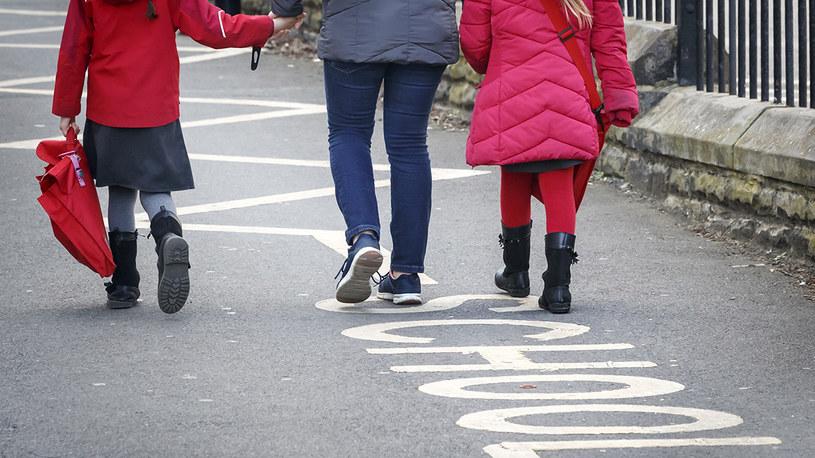 Dzieci zazwyczaj łagodnie przechodzą zakażenie koronawirusem / Danny Lawson /Getty Images