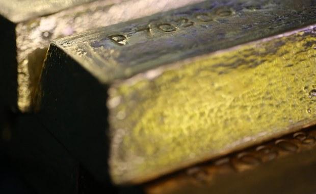 Dzieci znalazły złoto w stosie starych prześcieradeł. Ukryła je nieżyjąca już babcia