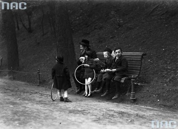 Dzieci żydowskie z Krakowa /Z archiwum Narodowego Archiwum Cyfrowego