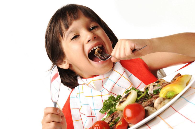dziecko i jedzenie /© Photogenica