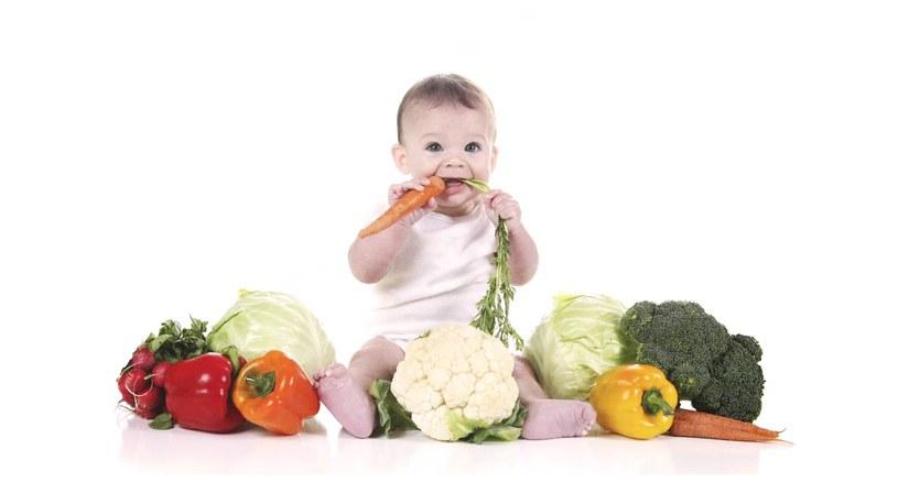dziecko jedzenie /© Photogenica