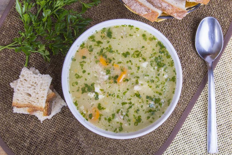 Dziecko musi dostać zupę zmiksowaną na gładką papkę /123RF/PICSEL