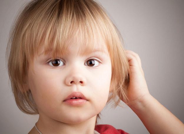 Dziecko nie wie, co dzieje się z rodzicem, ale czuje więcej, niż mówi. /123RF/PICSEL