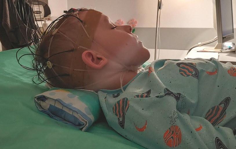 Dziecko przeszło już przez wiele bolesnych badań /materiały źródłowe