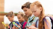 Dziecko przyklejone do smartfona. Czy to może być groźne?