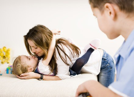 Dziecko samo nie jest w stanie poradzić sobie z zazdrością