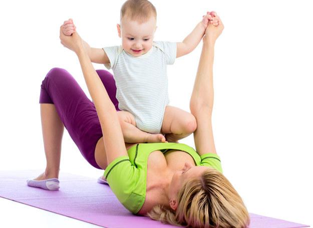 Dziecko to nie wymówka! Ćwicz razem z nim! /123RF/PICSEL