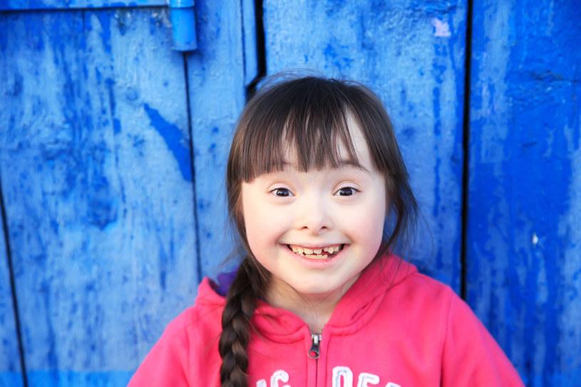 Dziecko uczy się nie dlatego, że słyszy, ale dlatego, że widzi /123RF/PICSEL
