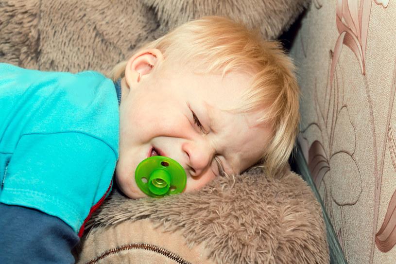 Dziecko z czasem nauczy się rozpoznawać swoje emocje, o ile mu w tym pomożemy /123RF/PICSEL