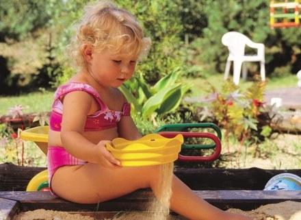 Dziecku szkodzi także wysoka temperatura panująca na dworze. /INTERIA.PL