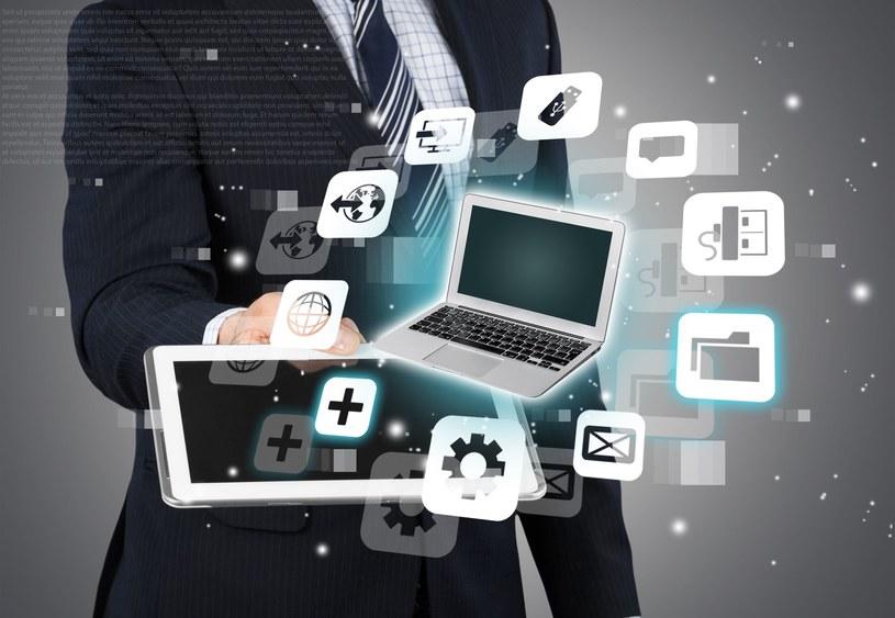 Dzięki aplikacjom mobilnym tworzenie listy zakupów staje się jeszcze łatwiejsze /123RF/PICSEL