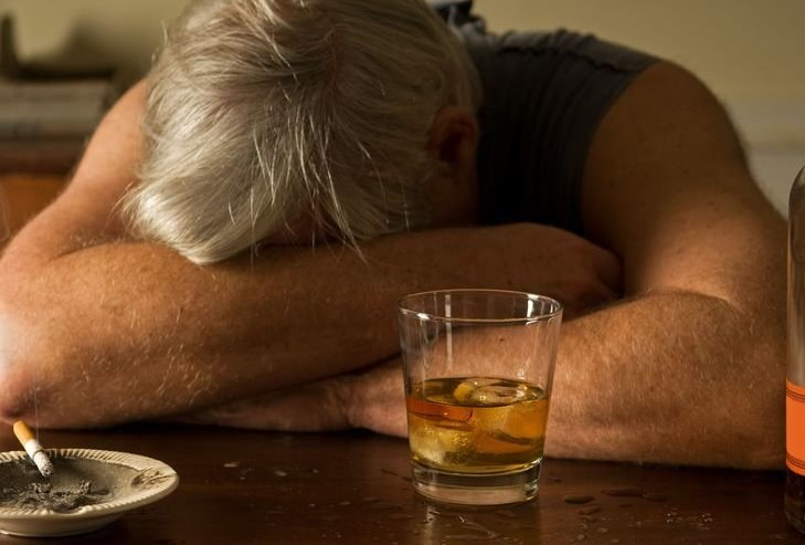 Dzięki badaniom na myszach, będzie możliwe opracowanie metody leczenia alkoholizmu /123RF/PICSEL