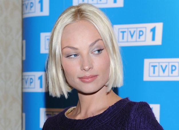 Dzięki dobrze wyregulowanym brwiom twarz Weroniki Książkiewicz zyskała kształt migdała / A. Szilagyi /MWMedia