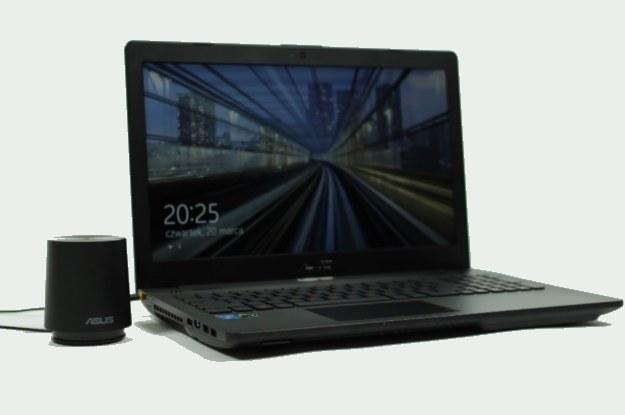Dzięki dołączonemu zewnętrznemu subwooferowi laptop posłuży nam także jako odtwarzacz muzyczny /INTERIA.PL