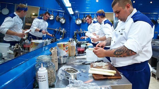 """Dzięki drużynie Niebieskich goście """"Hell's Kitchen"""" w końcu coś zjedli /Polsat"""