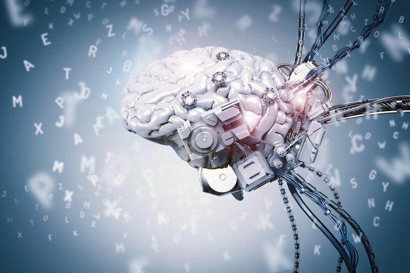 Dzięki innowacyjnemu implantowi, możliwe będzie zwiększenie mobilności sparaliżowanych osób /123RF/PICSEL