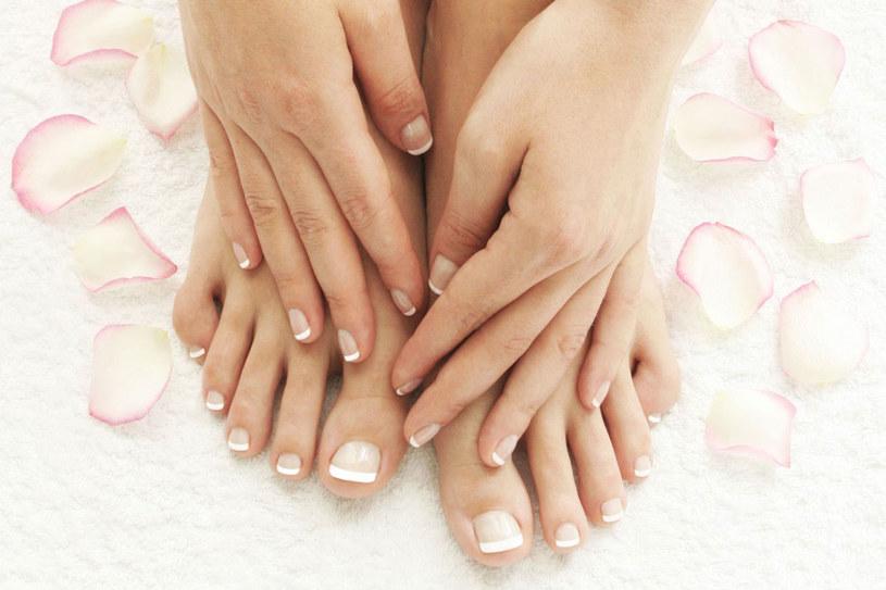 Dzięki masażom i ćwiczeniom stopy nie będą puchły /123RF/PICSEL