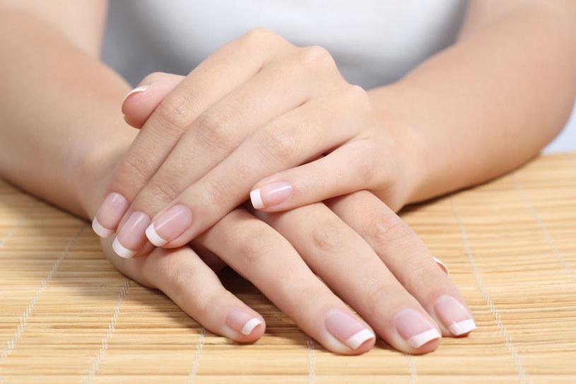 Dzięki maseczce paznokcie nie będą się łamać i rozdwajać /123RF/PICSEL