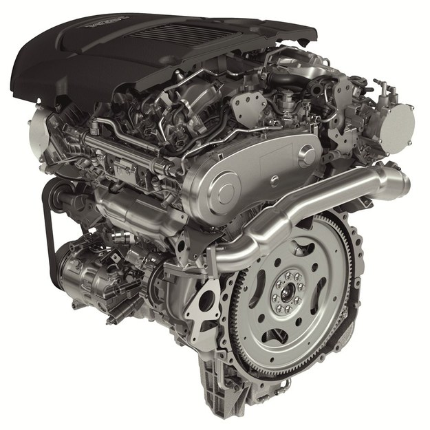 Dzięki mniejszej masie auta, diesel 3.0 TDV6 258 KM (na fot.) zapewnia osiągi, jak 4.4 TDV8 313 KM w aucie 3. generacji. /Land Rover