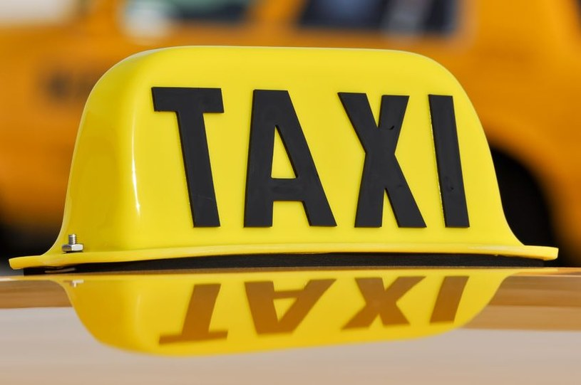 Dzięki nowej aplikacji abonenci Toya będą mogli zamówić taksówkę przez TV. /123RF/PICSEL