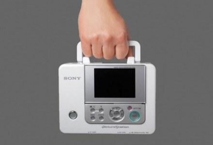 Dzięki poręcznemu uchwytowi drukarkę można wygodnie przenosić /materiały prasowe