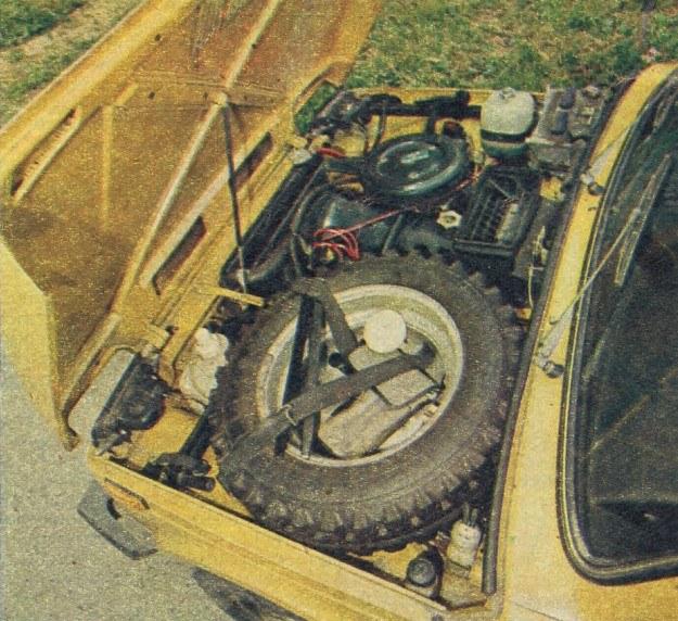 Dzięki przesunięciu silnika na prawą stronę komory silnikowej, uzyskano miejsce na zamocowanie koła zapasowego. /Motor